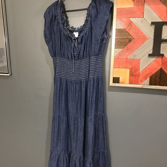 5cd92a2692 Denim Maxi Dress in EUC. M 5c732065f63eeac79452fe39